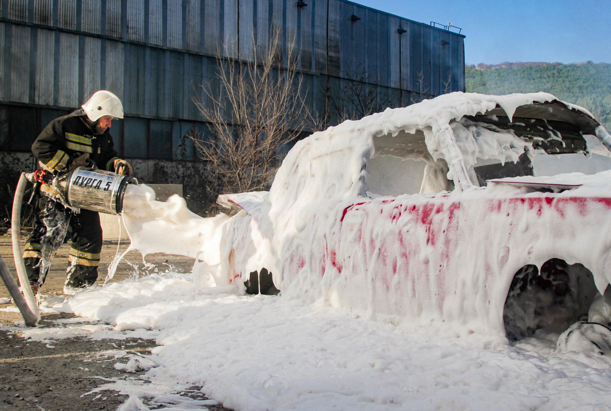 Севастопольские спасатели учились ликвидировать последствия крупного ДТП
